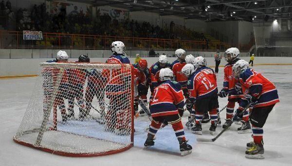 В Усинске состоялись первые матчи регионального турнира по ...